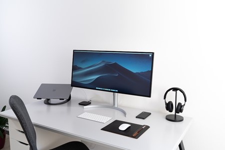 Desk set-up with wireless mouse and keyboard