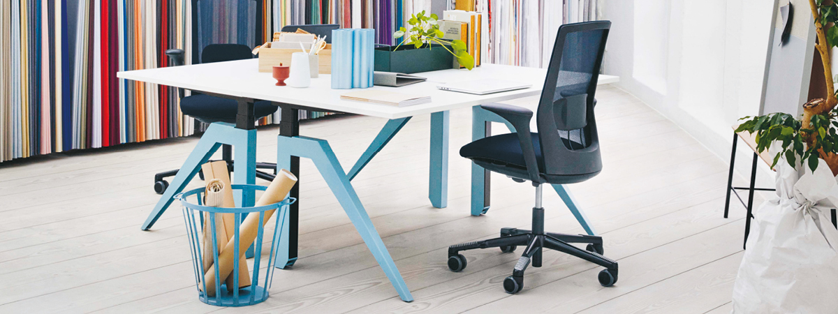 The new-look HÅG Futu Mesh looking stylish in an office set-up